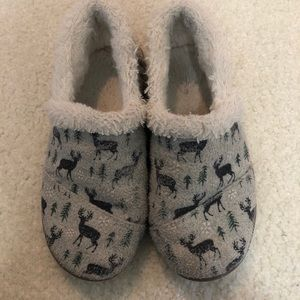 Toms | Fuzzy Grey Moose Slippers